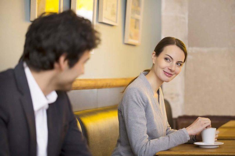 Як вести себе жінці при спілкуванні з чоловіком