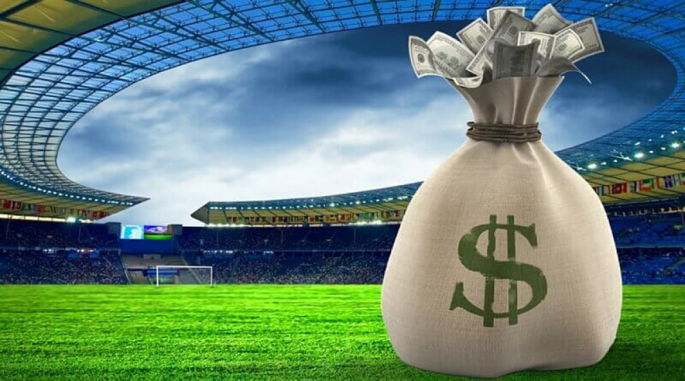 Футбольный стадион и мешок денег